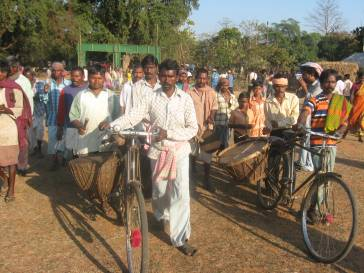 Tribals_with_drums lalgarh