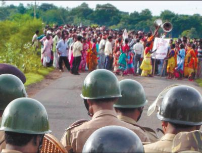 Policemen stop A rally of the People's Committee Against Police Atrocities at Lalgarh on August 26, 2009