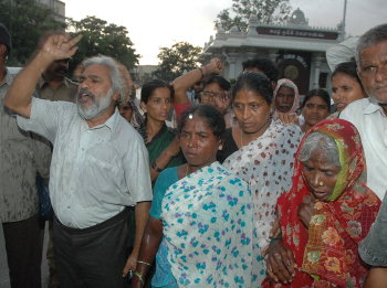 HYDERABAD (AP) --24-07-2006 - Revolutionary poet Gadar raising slogans outside the Secretaraiat in Hyderabad over the Nallamalla encounter with the relatives of Rajitha , a slain woman Maoist . Third from right is Prabhavati , mother of Rajitha . -- PHOTO:  P.V.Sivakumar .