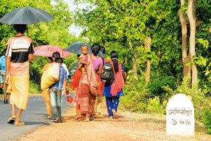 Villagers of Jara on the road to Midnapore after fleeing their homes fearing they would have to face police action after a mine exploded in the area. Indranil Bhoumiik