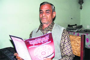 Retired labour commissioner M P Srivastava, father of Seema Azad, reads Dastak. Express Photo