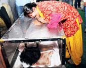 Hemchandra Pandeys wife Babita cries over his coffin in new delhi on wednesday. Picture by ramakant kushwaha